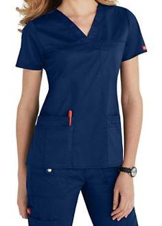 Dickies Youtility Top V Neck 817455 - Parker's Clothing & Gifts Scrubs Uniform, Scrubs Outfit, Medical Scrubs, Dental Scrubs, Nursing Clothes, Scrub Pants, Sporty Look, Scrub Tops, V Neck Tops