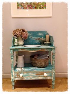 A great little wash stand by Tara Hyson - love this chippy heavily distressed look, Provence over Old White thanks for sharing!