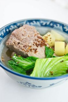 Learn the secrets of making Teochew style Bak Kut Teh with a clear peppery broth.