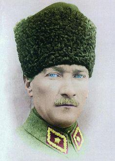 Yüksek Kalitede Atatürk Resimleri büyük boy tam ekran Hd renkli | BilgilerSitesi.Com