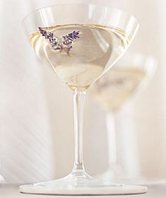 VODKA MARTINII Ingredients  ice  3 ounces vodka  dry vermouth  2 sprigs of fresh lavender or thyme  Directions  In a shaker with ice, mix 3 ounces vodka and a drop of dry vermouth.  Strain into a martini glass. Garnish with 2 sprigs of fresh lavender or thyme. http://jo-y.com/cooking