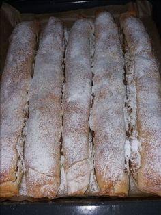 placinta cu mere cu foi de casa (15) Romanian Desserts, Romanian Food, Strudel, Peach Yogurt Cake, Cake Recipes, Dessert Recipes, Delicious Desserts, Yummy Food, Pastry And Bakery