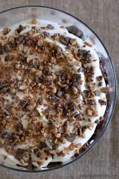Layers of chewy gluten-free brownie chunks, pudding, and chocolate covered toffee are brought together in this pretty gluten-free brownie pudding trifle. Gf Recipes, Gluten Free Recipes, Cooking Recipes, Brownie Pudding, Trifle Pudding, Parfait Recipes, Toffee Bits, Gluten Free Brownies