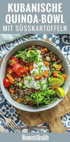 Everyone gets their money& worth with this vegetarian Allrounder Bowl. It is full of healthy, complex carbs, fiber, proteins, vitamins and Caribbean flair. This Cuban bowl of quinoa scores with healthy carbohydrates from sweet potato - Salmon Recipes, Lunch Recipes, Vegetarian Recipes, Healthy Recipes, Vegetable Recipes, Smoothie Recipes, Chicken Recipes, Sweet Potato Cinnamon, Sweet Potato Recipes