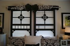 Do the topper on my french doors and screen door frames in living room or bedroom french doors. Old Screen Doors, Old Doors, Barn Doors, Frosted Glass Interior Doors, Door Design Interior, Interior Windows, Interior Ideas, Home Projects, Garden Projects