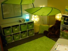 green reading nook in classroom Small Nursery Organization, Classroom Organisation, Classroom Design, Classroom Displays, Classroom Themes, Preschool Rooms, Preschool Classroom, Reading Corner Classroom, Reading Hut