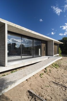 Image 9 of 28 from gallery of Ecuestre House / Luciano Kruk. Photograph by Daniela Mac Adden Concrete Houses, Concrete Building, Denmark House, Dog Houses, Beautiful Buildings, Modern House Design, Deco, Exterior Design, Architecture Design