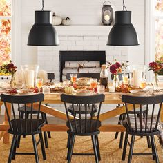 A festive dining room with a dining table and black wooden chairs. Farmhouse Dining Chairs, Wooden Dining Tables, Dining Table Chairs, Kitchen Chairs, Ikea Dining Room, Leather Dining Room Chairs, Living Room Chairs, Leather Chairs, Dinner Room