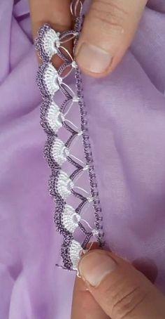 İp Koparmadan Yapılan Kolay Oya Modeli #çeyizlikpatik #örgü #örgüyelek #şal #örgümodelleri #örgümüseviyorum #örgüçanta #knitting #knittingpatterns #knittinglove #knittinginstructions #knittingbasics #gelin #çeyiz #çeyizlik #oya #oyamodelleri #oyaörnekleri #oyamodeli #şal #shawl #crochet #çeyiz #bohça #patik #kolaypatik #patikmodelleri Angel Crochet Pattern Free, Crochet Lace Edging, Crochet Borders, Crochet Shawl, Knit Crochet, Sashiko Embroidery, Hand Embroidery Patterns, Knitting Patterns, Mothers Day Crafts