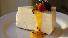 Lise Finckenhagen er glad i høye kaker. Du velger selv hvor høy den skal bli ut fra hvor stor form du bruker. Denne ostekaken er laget med gelatin og skal ikke stekes.