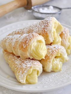 Italian Recipes Cooking with Manuela: Italian Cream Stuffed Cannoncini (Puff Pastry Horns)fullcravings: Italian Cream Horns - January 13 2019 at - and Inspiration - Yummy Sweet Meals And Chocolates - Bakery Recipes Ideas - And Kitchen Motivation - De Baking Recipes, Cake Recipes, Fudge Recipes, Salad Recipes, Egg Yolk Recipes, Dishes Recipes, Broccoli Recipes, Donut Recipes, Sausage Recipes