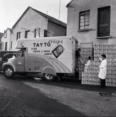 Tayto Crisps - I remember the original paper bags and they cost 4 old pence. Ireland Pictures, Old Pictures, Old Photos, Old Irish, Dublin Ireland, Belfast, Vintage Photography, Recreational Vehicles, Nostalgia
