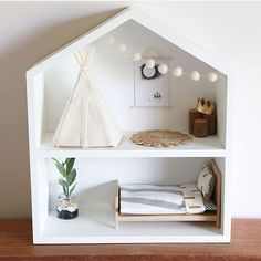 Note the on the bed in the dolls house. You can get your life size versions at Father Rabbit! Regram from Note the on the bed in the dolls house. You can get your life size versions at Father Rabbit! Diy Dollhouse, Dollhouse Miniatures, Homemade Dollhouse, Diy Casa, Ideias Diy, Diy Toys, Diy For Kids, Kids Room, Dolls