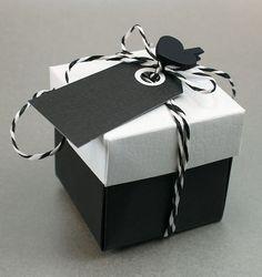 Happy Moment -sarjan hääkarkkirasia, koristeena paperinarua, tagi ja sydänpyykkipoika. Tarvikkeet ja ideat Sinellistä!
