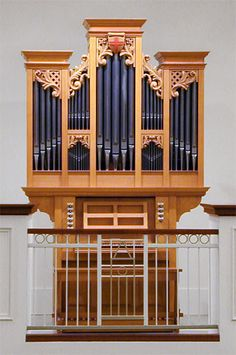 I love the sound of this Richards & Fowkes Organs.
