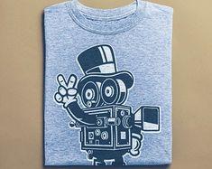 Classic Camera Skater Shirt - Comic Illustration, Skateboard T-Shirt, Street Art Apparel, Unisex Clothing Skater Shirts, Surf Shirt, Classic Camera, T Shorts, Vintage Shirts, Tshirts Online, Street Art, Unisex, Illustration