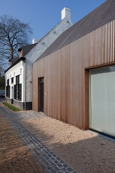Renovation and expansion former gamekeeper house- Gent - Callebout Architecten Architecture Extension, Wood Architecture, Residential Architecture, Extension Veranda, Wooden Facade, Timber Cladding, Modern Barn, House Extensions, Building A House
