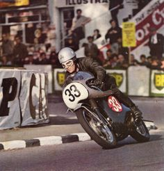 Neill Kelly aboard the Velocette Venom Thruxton Veeline winning the 500cc class in the 1967 IOM Production TT.