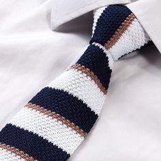 KNIT NECKTIE - White & Navy Blue Striped Knit Necktie – GentlemanJoe