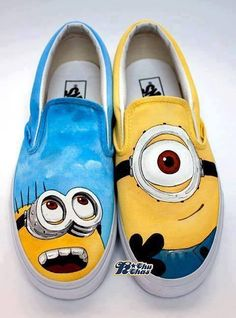 shoes of minions white white sole, laces do not use that they get nothing. is priced at fifty dollars and ninety cents