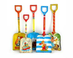An Instant COLLECTION of Tin SHOVELS  Set of 5 by sushipotvintage