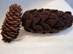 Woolverina: Gehäkelter Tannenzapfen (crochet pine cone)