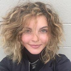 Camren Bicondova is Michelle Pfeiffer's twin ♥ ♥ ♥ ♥ Cameron Bicondova, Camren Renee Bicondova, Beautiful Eyes, Beautiful People, Sean Pertwee, Gotham Tv Series, Female Fighter, Geek Girls, Catwoman