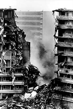 Bijlmer ramp, 4 oktober 1992, Amsterdam, Nederland | a carrier plane crashed in 2 apartment buildings, causibg at least 43 deaths.