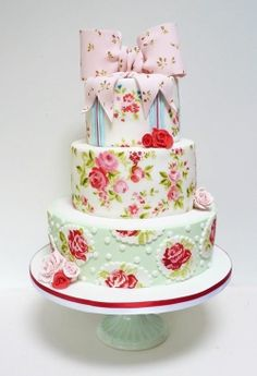 Super cute floral cake! But one tier would be good for my baby's first bday