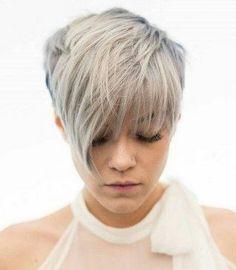 Fans von Kurzhaarfrisuren haben derzeit viele Möglichkeiten, denn die Friseure lieben modische Kurzhaarfrisuren in allen Varianten: Wild und punkig...