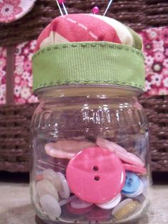 The Life of Jennifer Dawn: Baby Food Jar Pin Cushion Tutorial (Repurposed Baby Food Jar--Part Baby Jars, Baby Food Jars, Food Baby, Baby Food Jar Crafts, Baby Crafts, Fun Crafts, Baby Food Storage, Food Storage Containers, Cushion Tutorial