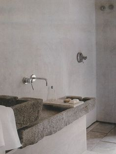 bathroom with plaster walls