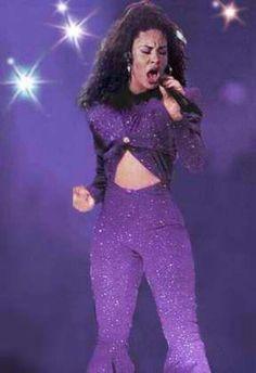Selena Quintanilla at her Best Selena Quintanilla Perez, Corpus Christi, Jackson, Divas, Purple Suits, Fashion Designer, Beautiful Person, Her Music, American Singers