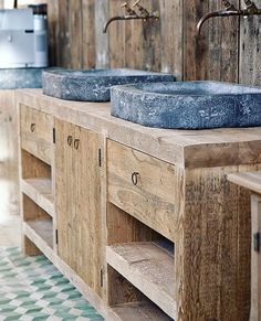 Christmas project? Look at this lovely solution for the bathroom. The taps !!! And stone sinks. Picture Pinterest