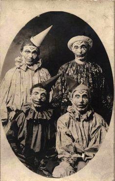 maudelynn:  The Halloween Clowns… 0-0 viasaratogastash