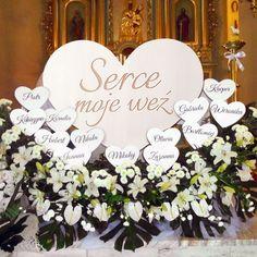 Znalezione obrazy dla zapytania dekoracja ołtarza komunia Candle Centerpieces, Candles, First Communion Decorations, Flowers, Wedding, Home Decor, Education, Google, Food