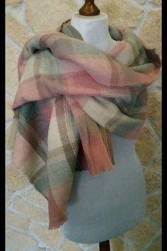 Wunderschöner dicker großer Schal mit kariertem Muster in rosa grau tönen.  bei fragen einach kontaktieren lg zara  fashio...