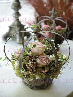 Crown of flowers .- Crown of fleurs … Crown of flowers Mehr - Deco Floral, Arte Floral, Floral Centerpieces, Floral Arrangements, Crown Decor, Flower Decorations, Table Decorations, Fleurs Diy, Topiary