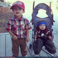 Forrest Gump and Lieutenant Dan! This is the best costume ever!!!!