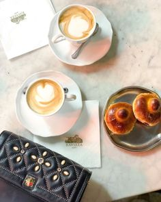 CHLOE.ROXANE - Instagram : A coffee break at Ravizza in Milan, Italy. My Night&Day bag by De Marquet is always on my side... Milan Italy, Day Bag, Day For Night, Coffee Break, Panna Cotta, Chloe, Ethnic Recipes, Life, Instagram