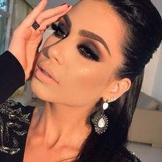 30 attractive gold eyeshadow makeup ideas try more in 2020 38 Gold Eyeshadow, Eyeshadow Makeup, Hair Makeup, Glam Makeup Look, Gorgeous Makeup, Bridal Makeup, Wedding Makeup, Winter Makeup, Braut Make-up