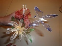 Cake Fairy Tales: How to make gelatine flowers and butterflies.