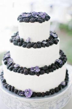 Wedding cake idea; Featured Photographer: Alders Photography