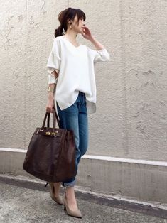 Mom friend and teacher good! Japan Fashion, Fashion 2020, Love Fashion, Girl Fashion, Womens Fashion, Sporty Outfits, Chic Outfits, Spring Summer Fashion, Spring Outfits
