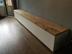Meubels Wit Met Hout Inspiratiegrafiek Tv Meubel Wit Met - Home design ideeën Living Room Wall Units, Living Room Tv Unit Designs, Home Living Room, Living Room Decor, Home Theater Room Design, Home Theater Rooms, Long Tv Unit, Tv Decor, Home Decor