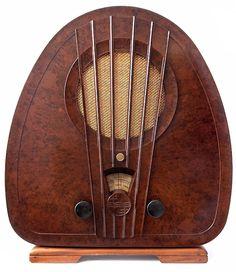 Art Deco Philips Bakelite Radio - 1933 - Made in Holland - Art Deco Furniture - Photo by Gerson Lessa - https://www.flickr.com/photos/galessa/409345118/in/photostream/