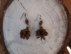 Natural pine cones earrings Pine Cones, Natural Materials, Earrings, Nature, Painting, Home Decor, Ear Rings, Stud Earrings, Naturaleza
