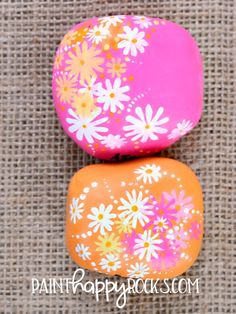 Easy Painted Rock Ideas [How to make] - Home Curiousity Rock Painting Patterns, Rock Painting Ideas Easy, Dot Art Painting, Rock Painting Designs, Pebble Painting, Pebble Art, Stone Painting, Easy Paint Designs, Garden Painting