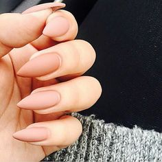 Imagen vía We Heart It https://weheartit.com/entry/156883663/via/29812881 #acrylic #long #nails #pointed