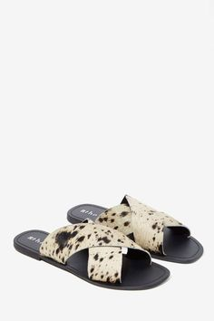 #TCIFAVORITES 25 | TheChicItalian | Favorites of the week - The Fifth Make You Jump Pony Hair Slide Sandal via Nasty Gal